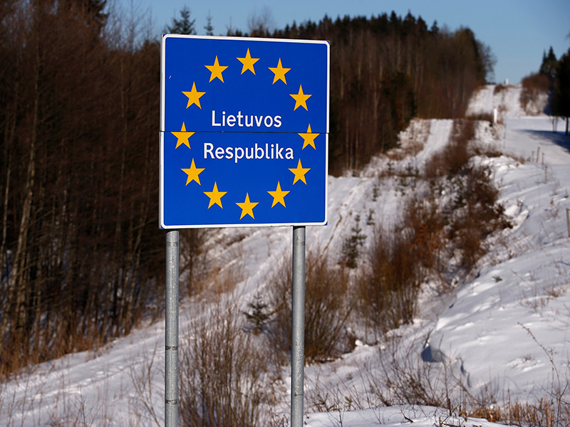 Министр внутренних дел Литвы Эймутис Мисюнас в пятницу, 12 января, запретил въезд в страну 49 граждан России, обвиненных в нарушениях прав человека и отмывании денег