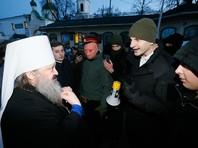 """Как сообщает телеканал """"Громадське"""" участники акции жгли файеры и держали плакаты с надписью """"Долой ФСБ"""". При этом очевидцы зафиксировали несколько словесных перепалок и """"небольшую толкотню"""""""