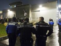 Тюремные надзиратели во Франции бастуют на баррикадах и жгут покрышки после серии нападений заключенных