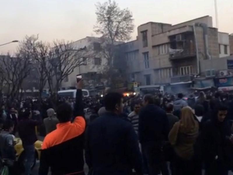 США и Великобритании не удалось вызвать беспорядки в Иране во время недавних протестов, заявил верховный руководитель и духовный лидер Исламской Республики аятолла Али Хаменеи