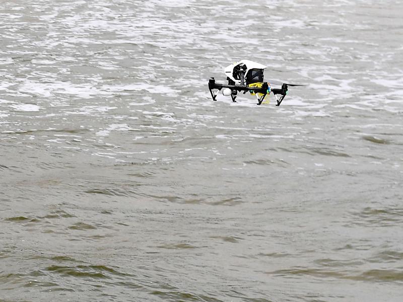 В Австралии дрон спас тонувших подростков  (ВИДЕО)