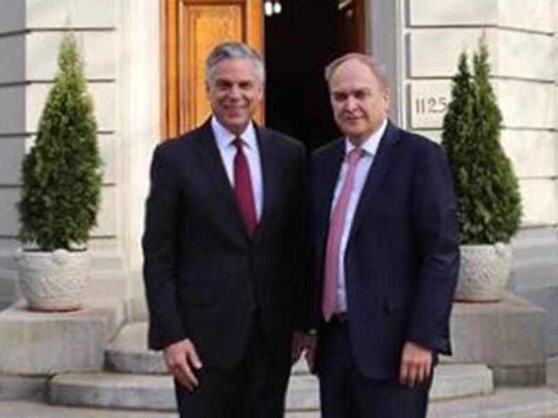 Посол России в США Анатолий Антонов провел встречу в Вашингтоне со своим коллегой, американским послом в РФ Джоном Хантсманом