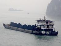 Северная Корея продолжает экспортировать уголь в третьи страны вопреки санкциям ООН, а помогает ей в этом Россия, сообщает Reuters со ссылкой на источники в западноевропейской разведке