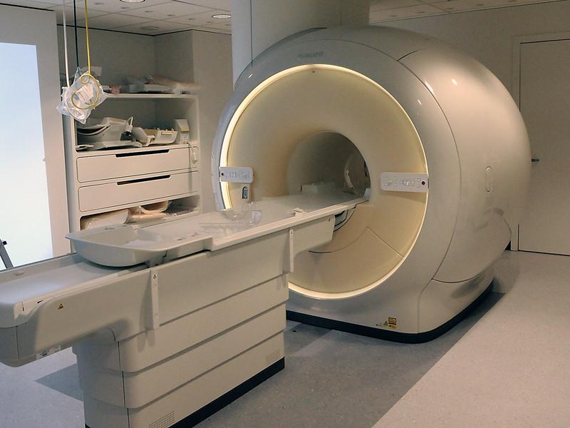 Молодой индиец погиб в кабинете МРТ, согласившись оказать услугу медбрату