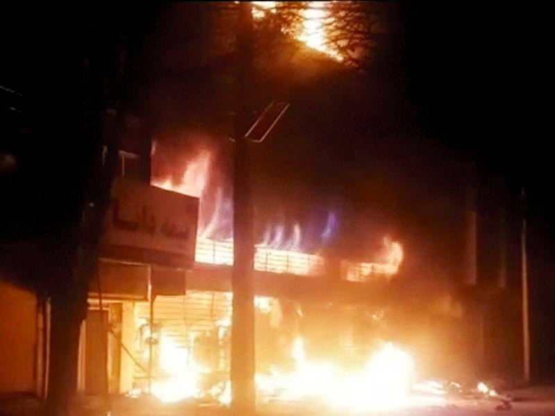 Шестой день массовых акций протеста, которые продолжаются в Иране, принес новые жертвы. Шесть протестующих был убиты в время попытки захвата оружейной в полицейском участке.