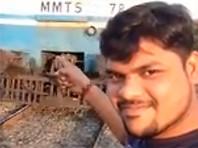 Индийский студент чудом выжил, сняв на видео, как его сбивает поезд