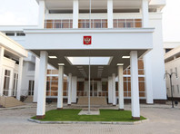 Посольство РФ не рекомендует россиянам посещать Мальдивы, где ввели ЧП