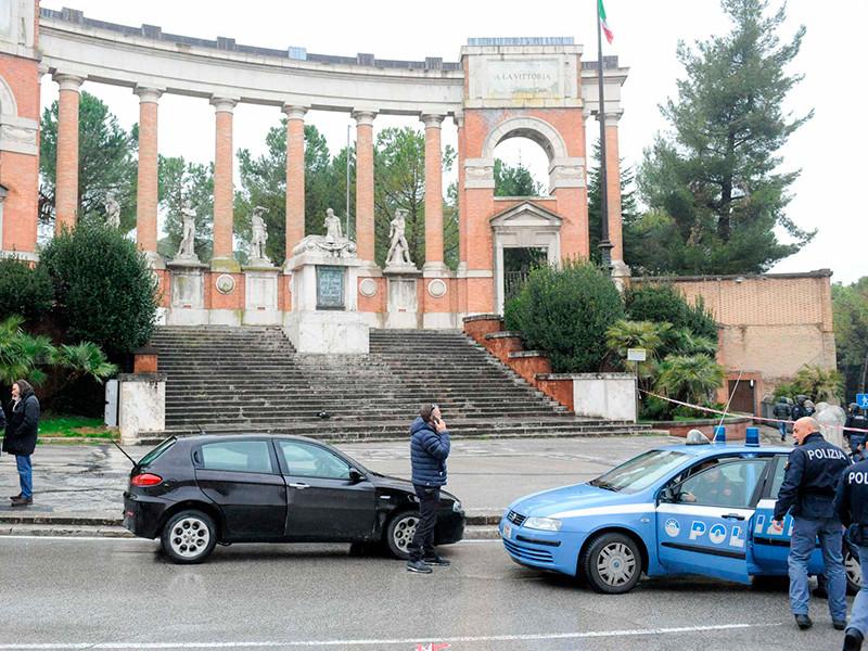 В итальянском городе Мачерата неизвестные открыли стрельбу по прохожим