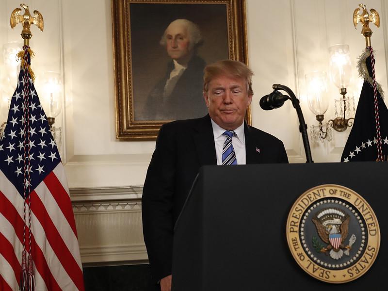 Президент США Дональд Трамп утром в четверг, 15 февраля, выступил с речью, посвященной произошедшим накануне трагическим событиям в Пакленде, где 19-летний американец устроил бойню в школе, жертвами которой стали 17 человек