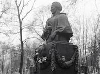В Киеве в канун дня рождения поэтессы Леси Украинки осквернили ее могилу