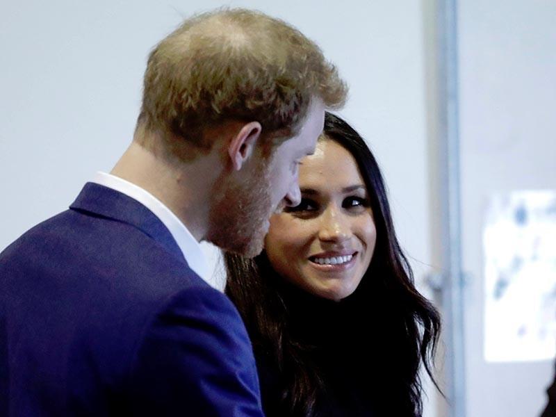 В Сент-Джеймсский дворец в центре Лондона в феврале поступил конверт с белым порошком, адресованный британскому принцу Гарри и его невесте - актрисе Меган Маркл