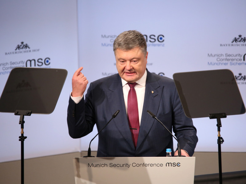 Для введения миротворческой миссии на неподконтрольную Киеву территорию Донбасса необходимо согласие Российской Федерации, указал президент Украины Петр Порошенко