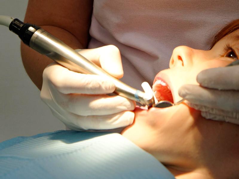 В Казахстане ребенок из России умер после визита к стоматологу