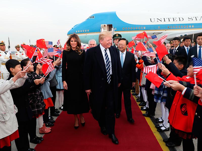 Спустя три месяца стало известно о замятой потасовке из-за ядерного чемоданчика Трампа во время его поездки в Пекин