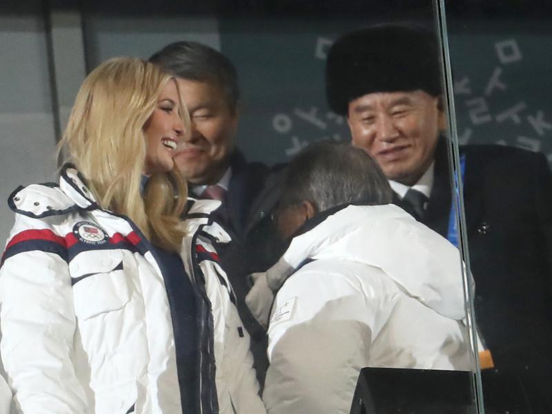 Американское агентство АР указывает, что на закрытии Игр глава делегации КНДР - бывший глава северокорейской разведки Ким Ен Чхоль находится в одной ложе с лидером Южной Кореи и дочерью президента США Дональда Трампа Иванкой