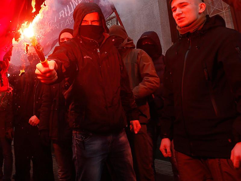 Киевские неонацисты разрисовали офис Россотрудничества, а завтра якобы хотят поджечь его