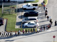 Между тем полиция во Флориде, где произошло нападение на учеников, потребовала от властей принять меры для расширения полномочий правоохранителей, чтобы они могли задерживать людей, публикующих угрозы в соцсетях