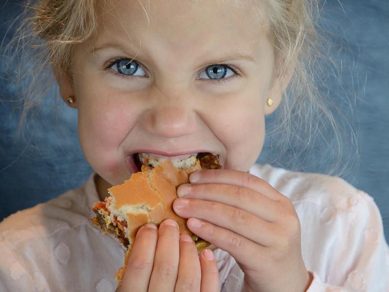 Компания McDonald's объявила о намерении принять ряд мер, чтобы сделать меню сети ресторанов более здоровым, особенно детское