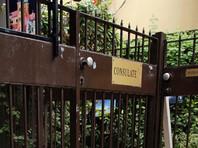 Полиция Тель-Авива расследует инцидент с нанесением свастики на ворота посольства Польши