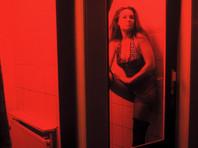 Власти Амстердама ужесточили правила поведения туристов в местном Квартале красных фонарей. С апреля текущего года экскурсионным группам запретят посещать этот район, если в их составе будет более 20 человек