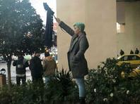 В Тегеране полиция арестовала 29 женщин, появившихся на улицах без головных платков