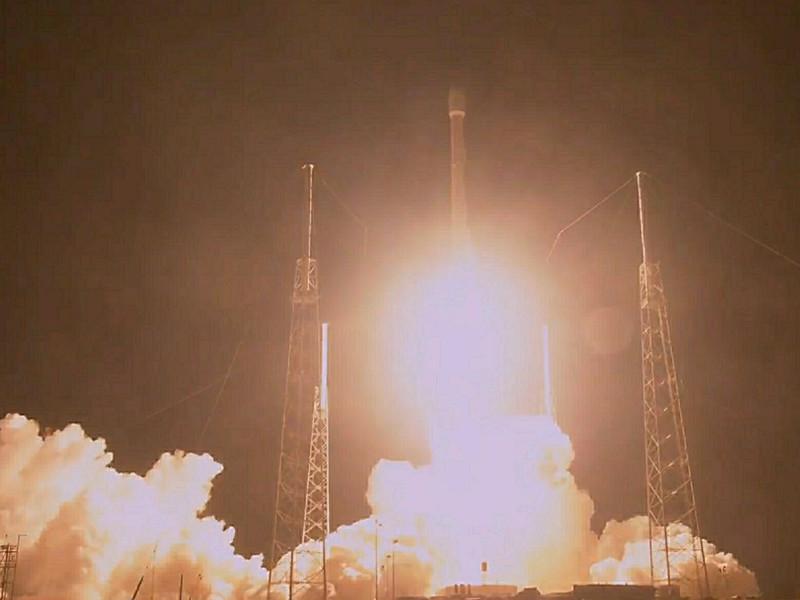 SpaceX запустила ракету Falcon 9 со спутником связи