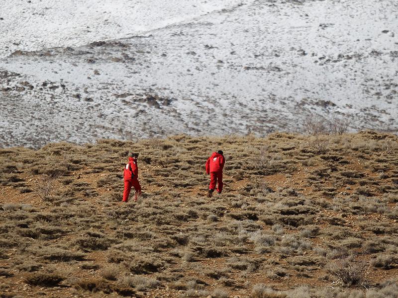 В Иране члены поисково-спасательной группы обнаружили останки людей, погибших в авиакатастрофе 18 января