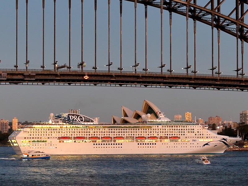 В Австралии с круизного лайнера сняли россиянку, подравшуюся с пятью мужчинами в очереди в туалет