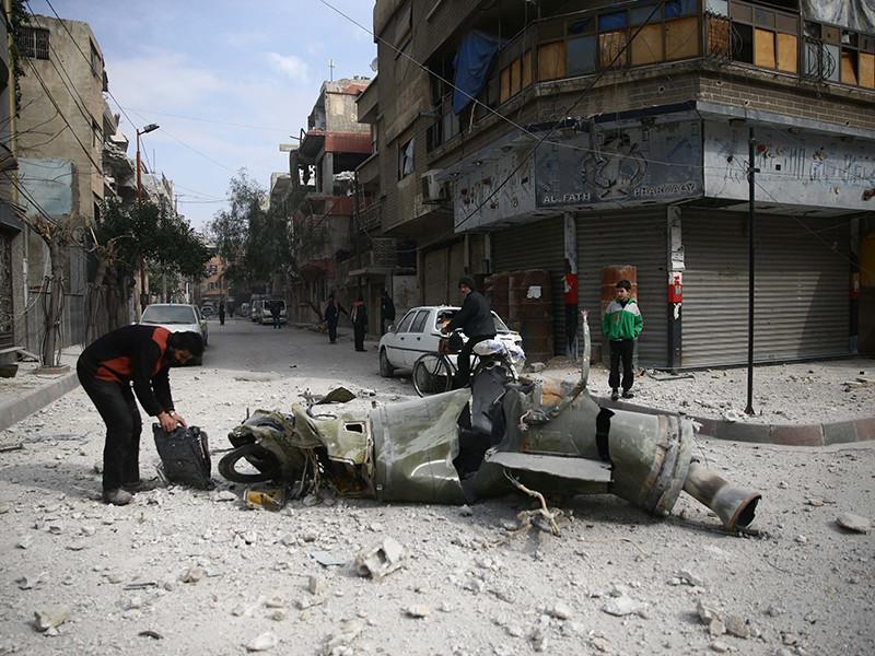 23 февраля в Евросоюзе призвали к немедленному прекращению огня в пригороде Дамаска - Восточной Гуте, а также потребовали пропустить в район, где гибнут мирные жители, грузовики с гуманитарной помощью