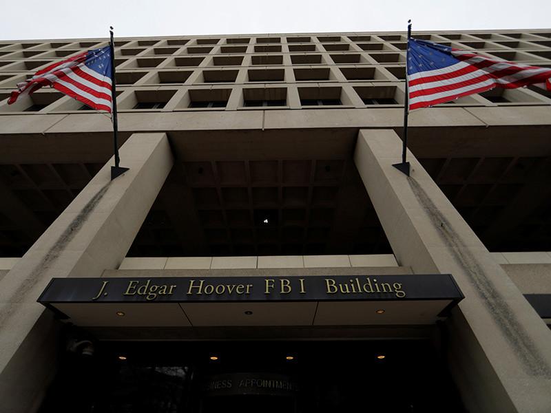 Спецпрокурор США Роберт Мюллер предъявил обвинения адвокату Алексу ван дер Цвану в даче заведомо ложных показаний ФБР относительно своих переговоров с обвиняемым в мошенничестве бывшим советником предвыборного штаба Дональда Трампа Ричардом Гейтсом