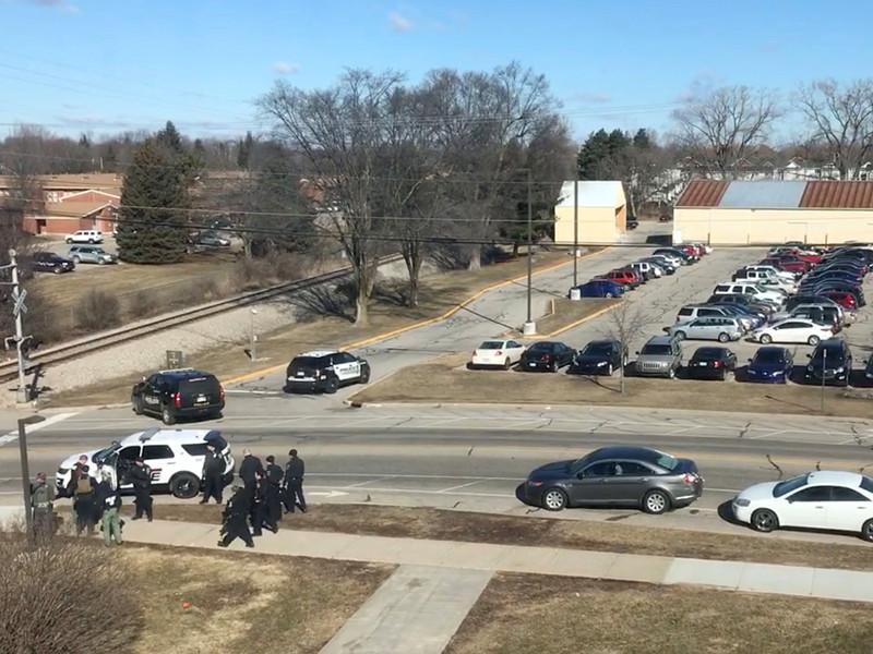 В США 19-летний Джеймс Дэвис-младший открыл стрельбу в одном из общежитий на территории Центрального университета штата Мичиган