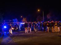 В столице Техаса прогремел  четвертый с начала марта взрыв -  еще двое раненых.  Награду за помощь в поимке подрывника  повысили  на 50 тысяч долларов