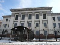 У посольства России в Киеве усилена охрана, часть улицы перекрыли
