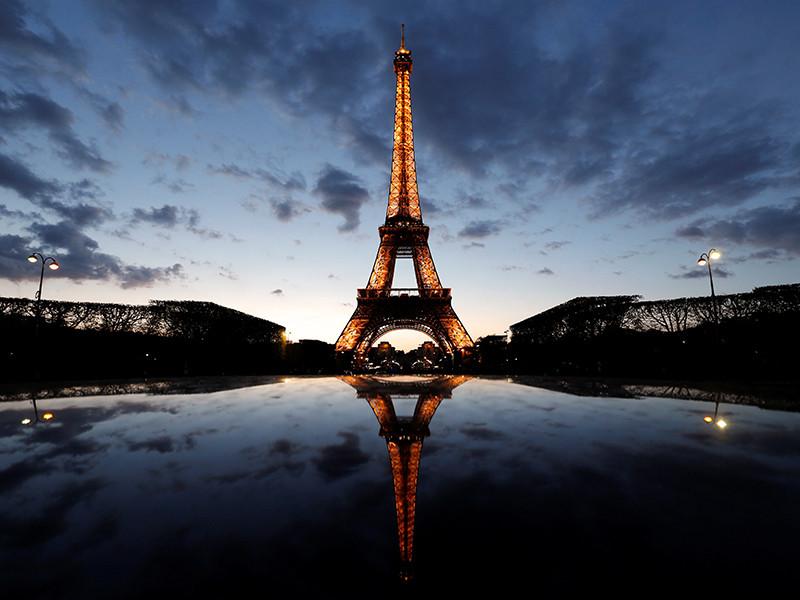 """В память о жертвах теракта на юге Франции погасят огни Эйфелевой башни"""" />"""
