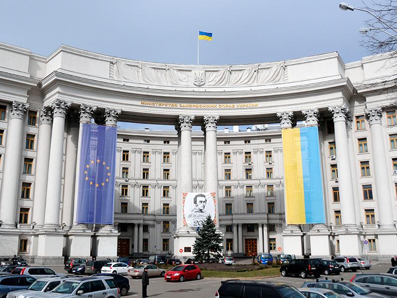МИД Украины призвала Совет Безопасности ООН усилить давление на Россию и расширить санкции из-за ситуации в Крыму.