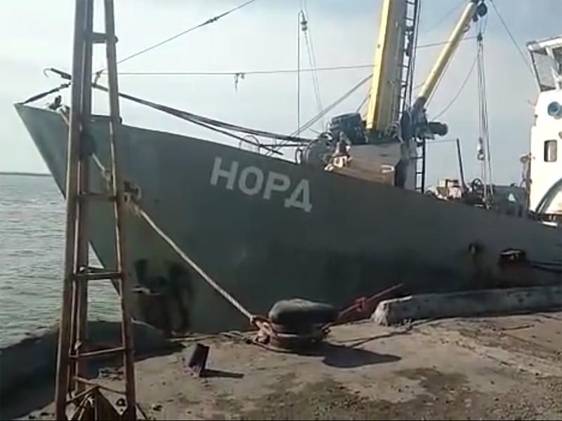 Генеральная прокуратура Украины объявила о возбуждении уголовного дела после того, как накануне, 25 марта, в акватории Азовского моря сотрудниками государственной пограничной службы страны было задержано судно, вышедшее из порта Керчь в Крыму