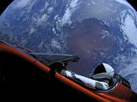 Нагрузка первого запуска - спортивный автомобиль Tesla Roadster с манекеном в скафандре за рулем - вышла на гиперболическую орбиту Земли