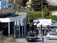 Умер французский полицейский, который стал заложником вместо женщины