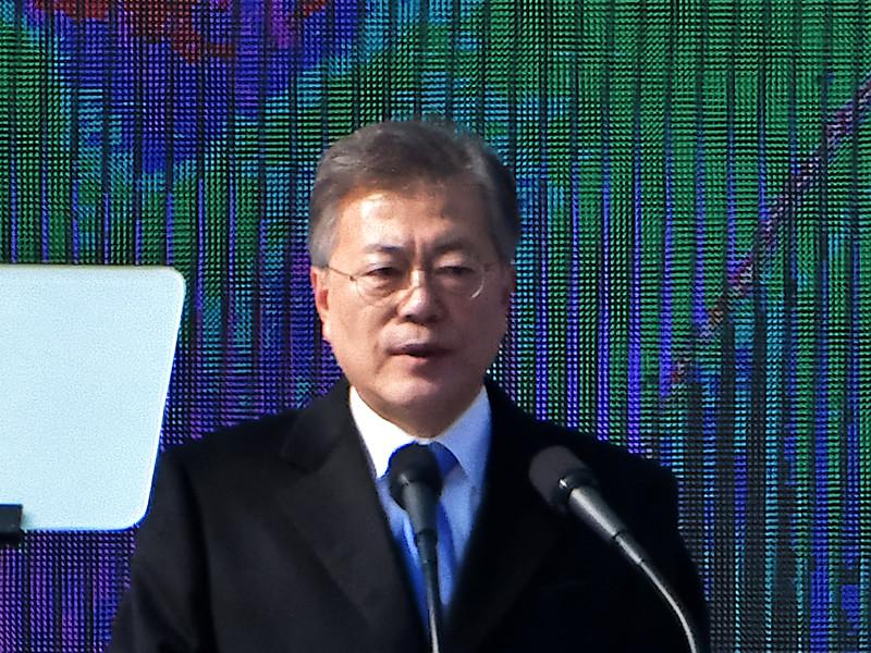 Президент Южной Кореи Мун Чжэ Ин направит в понедельник в КНДР высокопоставленную делегацию для переговоров об ослаблении напряженности на полуострове