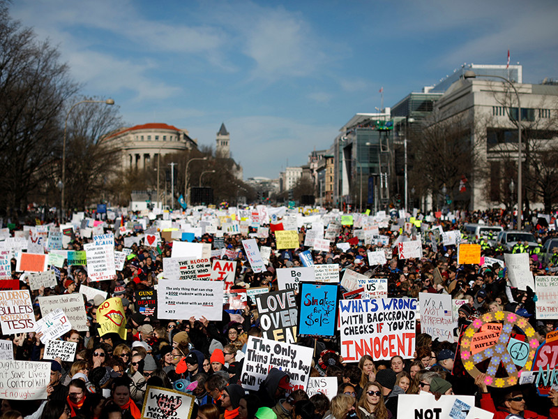 """Сотни тысяч американцев выходят на """"Марш ради жизней"""""""