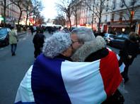 """В ходе шествия люди несколько раз исполнили французский гимн - """"Марсельезу"""""""
