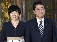 Коррупционный скандал в Японии: имена премьера и его жены исчезли из документов о подозрительной сделке с землей