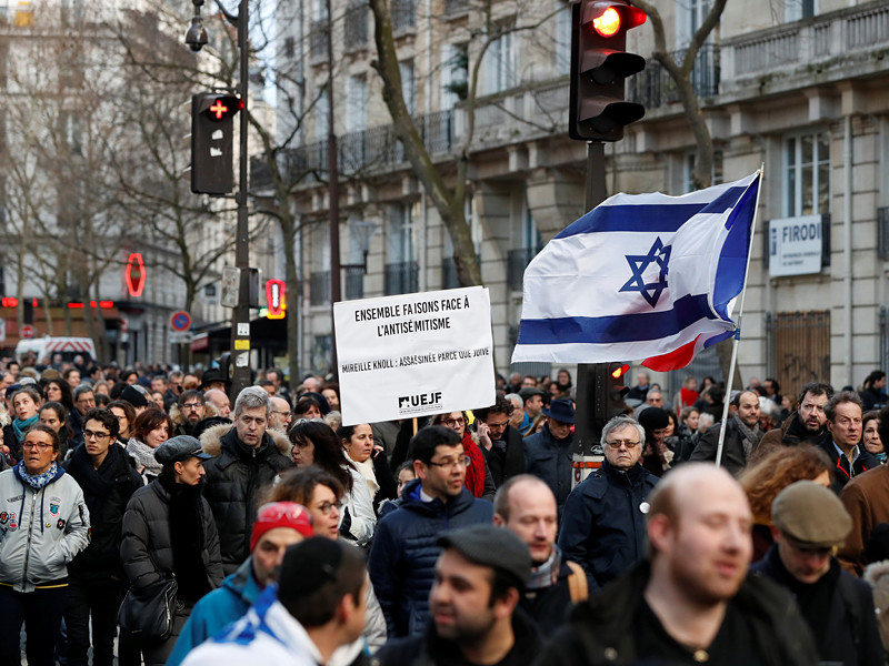 В Париже прошел марш против антисемитизма в память о 85-летней француженке еврейского происхождения Мирель Канол, которая была жестоко убита
