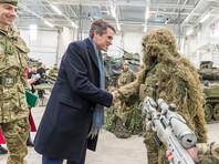 Гэвин Уильямсон накануне прибыл в Эстонию с двухдневным визитом. Сразу после прибытия он направился вместе с министром обороны Эстонии Юри Луйком в военный городок в Тапа для встречи с дислоцированными там военнослужащими боевой группы НАТО, а также с эстонскими солдатами