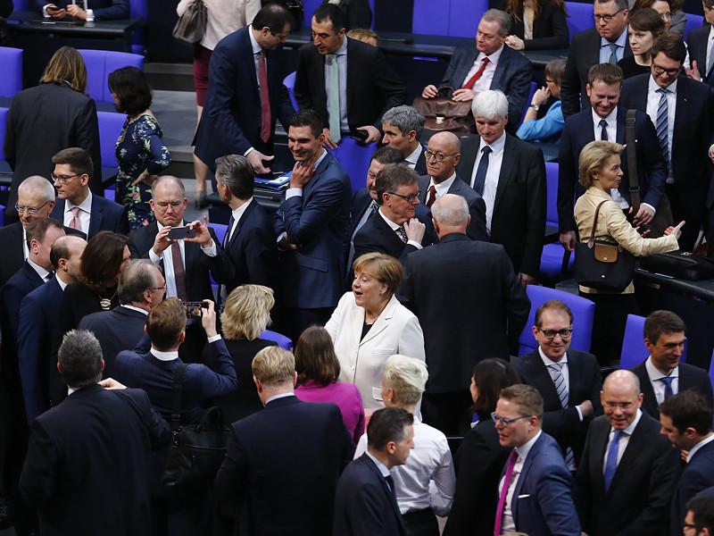 Парламентом Германии 14 марта избрал Ангела Меркель на пост федерального канцлера ФРГ на четвертый срок подряд. Кандидатуру председателя Христианско-демократического союза (ХДС) поддержали 364 депутата бундестага