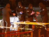 По словам источников, следователи прорабатывают версию о том, что опасным веществом еще в России были пропитаны одежда, косметика или подарки, находившиеся в багаже 33-летней дочери бывшего сотрудника ГРУ