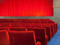 В Англии посетитель кинотеатра, застрявший под креслом в поисках мобильного, скончался от сердечного приступа
