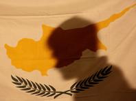 OCCRP добавляет, что Кипр готов был предоставить гражданство еще одному российскому миллиардеру Виктору Вексельбергу, но тот, как утверждал его пресс-секретарь, отказался