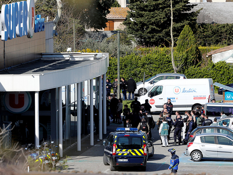 """Умер французский полицейский, который стал заложником вместо женщины"""" />"""
