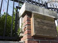 Представители США в среду, 26 апреля, проникли в резиденцию генерального консула России в Сиэтле (штат Вашингтон), взломав замок на входной двери, чем вызвали негодование российской стороны